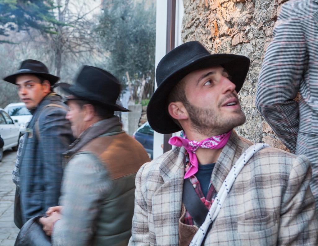 """San Mauro Forte (PZ). Young people prepare for the """"Campanacci"""" parade. / San Mauro Forte (PZ) i giovani si preparano alla tradizionale sfilata dei Campanacci."""